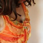 detail krátkých plesových šatů